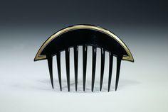 Art Déco - Auguste Bonaz - Peigne d'ornement en celluloïd noir agrémenté d'une ligne dorée