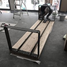 New welding art decoration is in process of making! New welding art decoration is in process of maki Steel Furniture, Industrial Furniture, Table Furniture, Furniture Design, Diy Dining Table, Wood Table, Welding Art, Welding Projects, Metal Welding