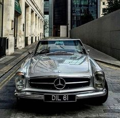 Stunning Pagoda - Superbe pagode - car mercedes Superbe pagode - New Ideas Mercedes Auto, Mercedes Benz Cabrio, Carros Mercedes Benz, Old Mercedes, Mercedes Models, Classic Mercedes, Bmw Classic Cars, Retro Cars, Vintage Cars