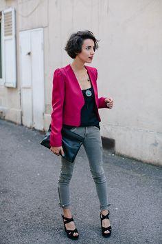 Veste Vanessa Bruno  Top Etam  Pantalon Le Temps des Cerises  Sandales Georgia Rose (portées ici)  Pochette COS (portée ici)  Colliers Topshop