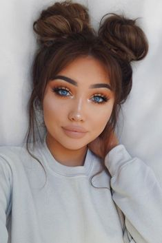 We have compiled a list of 15 sexy hairstyles for round faces. Perfect for those who want a haircut that is stylish and will flatter the facial features. #haircuts#hairstyle#haircolor