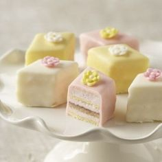 Did anyone do/planning to do petit fours for guest cakes?? :  wedding cake Petit Fours