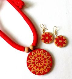 made of fine terracota and neatly painted Funky Jewelry, Fabric Jewelry, Stylish Jewelry, Jewelry Crafts, Handmade Jewelry, Jewlery, Teracotta Jewellery, Terracotta Jewellery Designs, Red Crafts