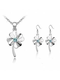 Smyckeset Halsband och Örhänge Kristaller -4-Blad Klöver http://stanpresenter.se/presenter-till-henne/smycken/smyckeset/smyckeset-halsband-och-orhange-kristaller-4-blad-klover