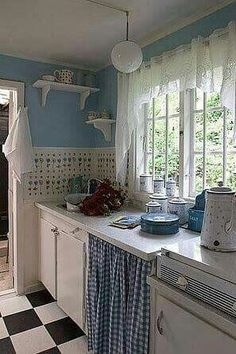 My Colorful Cottage Style / cute blue and white cottage kitchen Cozy Kitchen, Rustic Kitchen, Vintage Kitchen, New Kitchen, Kitchen Decor, Kitchen Ideas, Kitchen Design, Kitchen Interior, White Cottage Kitchens