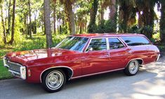 1969 Chevrolet Kingswood Wagon, 427 Muncie This magnificent automobile is a Chevrolet Masterpiece! Retro Cars, Vintage Cars, Antique Cars, Station Wagon Cars, Old Wagons, Vans, Us Cars, Sport Cars, Chevrolet Impala