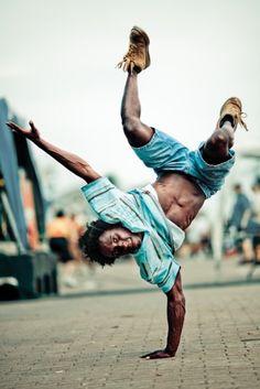 Breakdance by Benoît Paillé