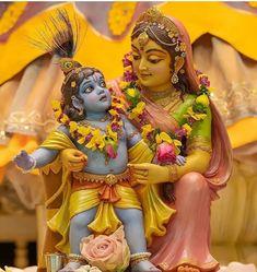 Radha Krishna Quotes, Radha Krishna Images, Krishna Art, Little Krishna, Baby Krishna, Clay Ganesha, Krishna Bhajan, Bal Gopal, Krishna Painting