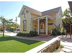 5 reviews and 11 photos for Yellow Cottage rental in La Jolla