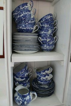 Blue dishes were your favorite to collect! Blue And White China, Blue China, Love Blue, China China, Blue Dishes, White Dishes, Cool Tables, Chinoiserie Chic, Tea Service