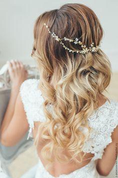 Купить или заказать Свадебный веночек для волос в интернет-магазине на Ярмарке Мастеров. Веночек можно закрепить как сзади прически (в греческом стиле), так и классически спереди. Длину можно регулировать. Проволока с эфектом памяти, прекрасно держит форму. .