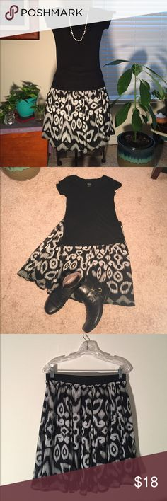 Black and White skirt w abstract patterns, pretty. Really cute black and white skirt, used, in great condition, has elastic band on top and zipper, has a polyester lining as well.  Make me an offer. Nu Option Skirts Circle & Skater