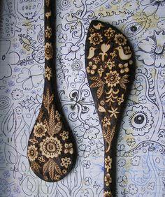 Cucharas de madera decoradas con pirograbado