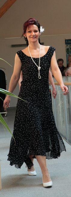"""Kleid im 20er Jahre Stil von klennes Champagnerlaune Kleid blau mit weißen Tupfen """"EINZELSTÜCK"""""""