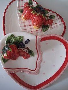 Strawberry HEART plates * PLATOS DE CERAMICA DE FRESAS