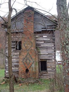 What a beautiful chimney on this old abandoned log cabin! Old Abandoned Houses, Abandoned Mansions, Abandoned Buildings, Abandoned Places, Abandoned Castles, Old Cabins, Cabins And Cottages, Cabins In The Woods, Cabin Homes