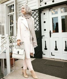 chic white coat hijab look- Fall hijab outfits in warm colors http://www.justtrendygirls.com/fall-hijab-outfits-in-warm-colors/