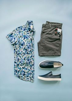 Summer bike rides in the city is the best. Gap Kennedy shorts and Lived watercolor shirt are perfect for takin a spin. Stylish Mens Outfits, Cool Outfits, Summer Outfits, Casual Outfits, Fashion Outfits, New Mode, Look Man, Outfit Grid, Mens Clothing Styles