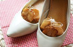 DIY shoe odor absorber