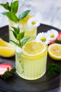 A delicious, juicy and refreshing limoncello prosecco cocktail made with only 3 simple ingredients and garnished with mint leaves and lemon wedges. via Limoncello Cocktail. A delicious, juicy and refreshin. Party Drinks, Cocktail Drinks, Cocktail Recipes, Alcoholic Drinks, Drink Recipes, Beverages, Food & Drinks, Cool Drinks, Cocktail Cake