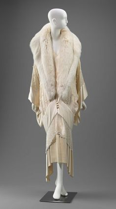 Off-white jacket with large shawl collar of off-white fur (fox?) and center front satin covered buttons with coinciding loops. Kimono style sleeves of silk (crepe) wit … 30s Fashion, Kimono Fashion, Fashion History, Retro Fashion, Vintage Fashion, Edwardian Fashion, Gothic Fashion, Silk Satin Fabric, Lace Silk
