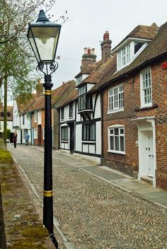 Historic town or Rye, East Sussex, England Kent London, London England, Rye England, Country Cottage Interiors, Country Cottages, Beautiful Islands, Beautiful Places, Emigrate To Australia, Wales