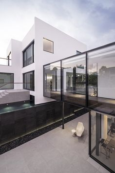 ida & billy links two divergent-style hong kong houses with glass bridge