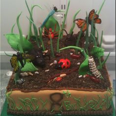 Bug birthday cake, all sugar. www.artisticcakedezine.com  Ooh I love this. What a great idea with the stand up grass, leaves etc