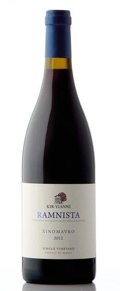 Wino z greckiego regionu Naoussa z endemicznego szczepu Xynomavro. Poziom tanin zapewnia długie leżakowanie.