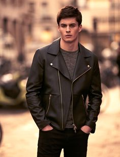 Choosing The Right Men's Leather Jackets. A leather coat is a must for every single guy's closet and is also an excellent method to express his personal design. Leather coats never ever head Blazer Fashion, Leather Fashion, Leather Men, Look Fashion, Mens Fashion, Fashion Ideas, Mens Clothing Trends, Revival Clothing, Leather Jacket Outfits