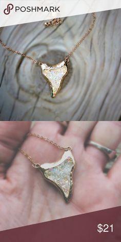 """Druzy Fashion Necklace ⬇️NWOT ~ Fashion Piece ~ Man-made Druzy Stone ~ Adjustable chain 16""""-22"""" Jewelry Necklaces"""
