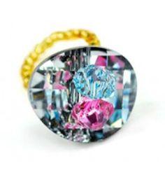 Anillo Pinadera. Anillo John Lesser con diseño de flor con elastico adaptable y montado con cristales Swarovski en tonos negros, azules y rosas.