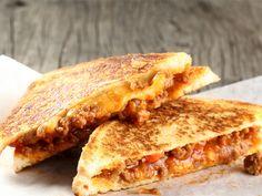 From the YOU test kitchen: Sloppy Joe sandwich Tortilla Pizza, Sloppy Joe, Daily Bread, Test Kitchen, Ground Beef Recipes, Sandwich Recipes, Light Recipes, Food Inspiration, Sandwiches