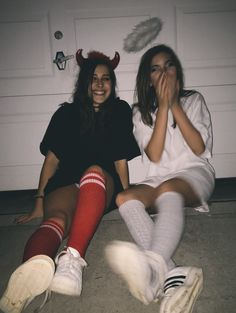 Note: this style but ketchup&mustard costumes with red/yellow party hats instead of angel/devil headbands Partner Halloween Costumes, Halloween Costumes For Teens Girls, Trendy Halloween, Halloween Outfits, Group Costumes, Vsco Girl Halloween Costume, Halloween Inspo, Fantasias Halloween, Maquillage Halloween
