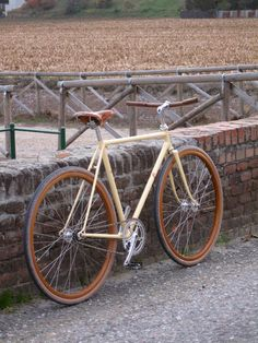 fabforgottennobility: my wooden FO fixie Velo Vintage, Vintage Bicycles, Vintage Racing, Bici Fixed, Giant Bikes, Fixed Gear Bicycle, Bicycle Helmet, Bike Style, Men's Style