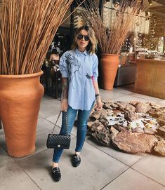 Look Camisa Azul + Mule Mode Outfits, Casual Outfits, Fashion Outfits, Womens Fashion, Look Office, Street Style, Work Looks, Mode Style, Swagg