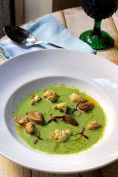 Crema de brócoli con crujiente de coliflor y foie  http://lacamarga.com/