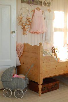 Kids room - Vintage bed - Chateau de Konstanse - Home Fashions