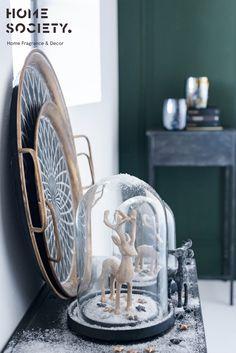 Metal Christmas Industrial ideas #vtwonen #greenandgold #metalblack #skandinavian #industrialinterior #interiorjunkie Green And Gold, Metal, Interior, Home, Design Interiors, Interiors, Haus, Homes, Houses