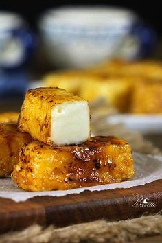 Recipe Fried Milk Caramel via: Köstliche Desserts, Delicious Desserts, Yummy Food, Tapas, Fried Milk, Sweet Recipes, Cake Recipes, Drink Recipes, Mexican Dessert Recipes