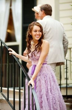 Miley Cyrus was in this purple celebrity dress which is from the The Last Song, looking gorgeous! This strapless purple long dress is a great choice as a prom gown, formal dresses, etc. Liam Y Miley, Liam Hamsworth, Miley Cyrus Dress, Old Miley Cyrus, Last Song Wedding, Wedding Scene, Hip Hip, The Last Song Movie, Nicholas Sparks Movies