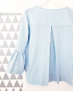 Wenn mir ein Schnitt gefällt wird er ja gern mal öfter genäht, wie hier Frau YOKO. Die erste Bluse habe ich aus Baumwoll-Lochsticke...