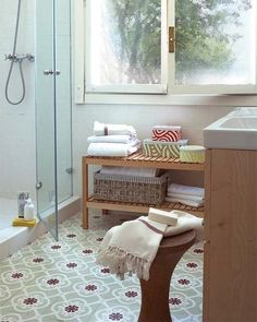Mosaic Del Sur, Spanish Tile, Best Flooring, Dream Bathrooms, Home Kitchens, Beach House, Tiles, Sweet Home, Storage