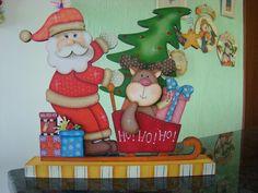 Lindo enfeite de natal todo pintado á mão. Linda peça para decorar.
