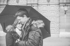 Lichtmädchen Fotografie | Pärchen, Paarfotos, Couple, in love, verliebt, outdoor, Regen, rainy day, Schirm, umbrella, black and white, schwarzweiß