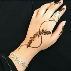 Explore latest Mehndi Designs images in 2019 on Happy Shappy. Mehendi design is also known as the heena design or henna patterns worldwide. We are here with the best mehndi designs images from worldwide. Pretty Henna Designs, Modern Henna Designs, Indian Henna Designs, Latest Arabic Mehndi Designs, Finger Henna Designs, Mehndi Designs For Girls, Mehndi Designs For Fingers, Henna Designs Easy, Beautiful Mehndi Design