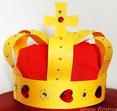 Medieval Crown craft for the Birthday Boy or Girl; a Princess party or a Medieval Knights party. Tutorial by First Palette. Fun Crafts For Kids, Projects For Kids, Crafts To Make, Craft Kids, Crown Crafts, Diy Crown, Bead Crafts, Paper Crafts, Medieval Crafts