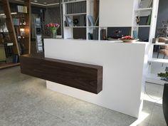 Hotel Reception Desk, Office Reception Area, Reception Desk Design, Dental Office Decor, Medical Office Design, Desk Office, Salon Interior Design, Commercial Interior Design, Office Counter Design