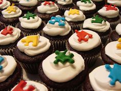Autism puzzle piece cupcakes. Well this may be the bet cupcake I've ever seen EVER.