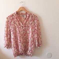 Floral Blouse One of my favorites, but I'm too top heavy for it. Tag says XL but it definitely fits as a size Medium the best, that's why it's listed as medium ✨MAKE ME AN OFFER✨ Route 66 Tops Blouses